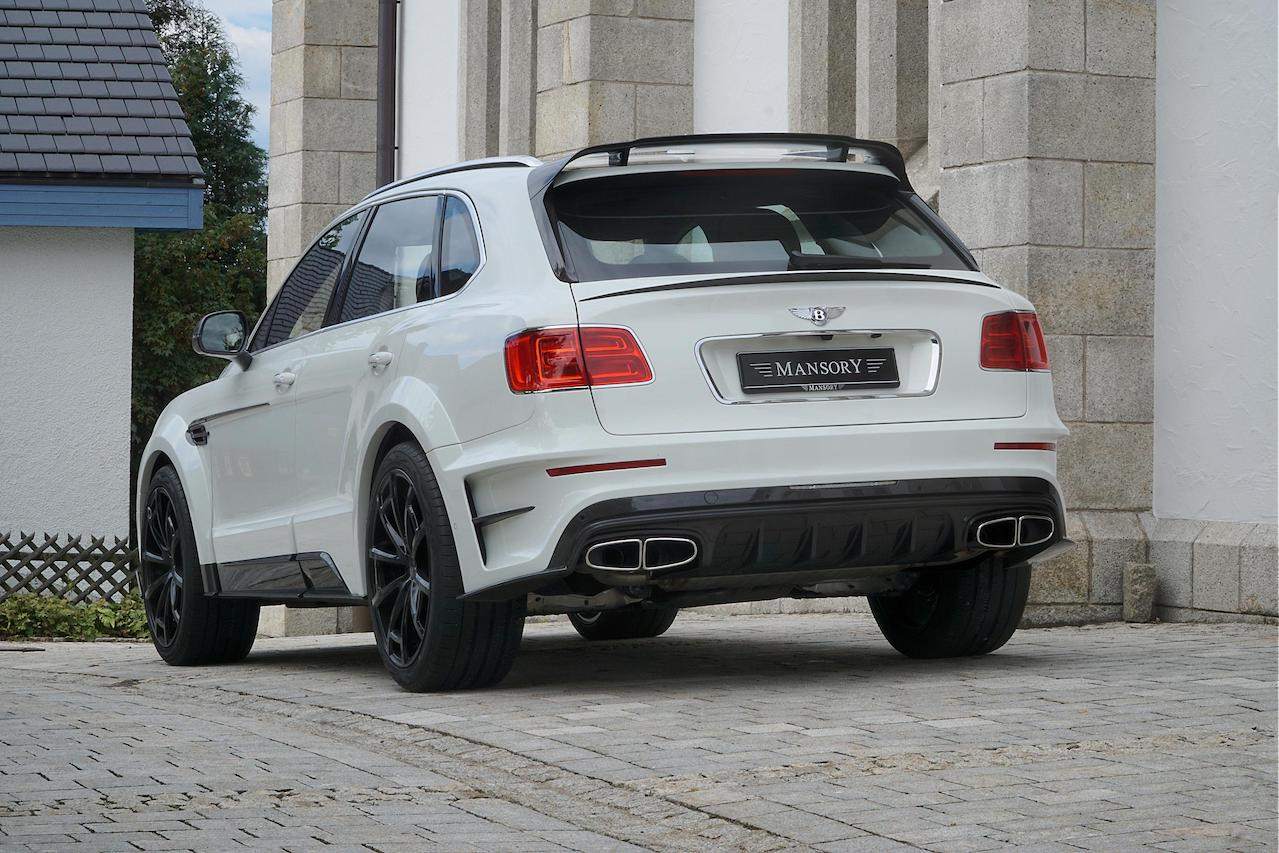 mansory bentley bentayga wide body white carbon fiber rear bumper diffuser trunk wing spoiler roof wing spoiler side skirt set over fender exhaust system tip spider wheel rim 2016 2017 2018