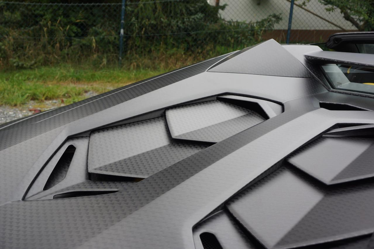 mansory aventador roadster carbonado apertos carbon fiber wide body engine cover