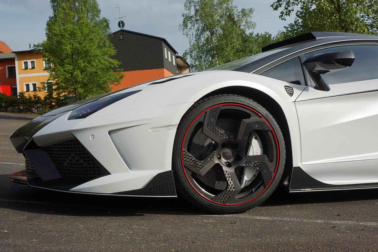 mansory carbon blade fully forged wheel rim carbon black red on white lamborghini aventador