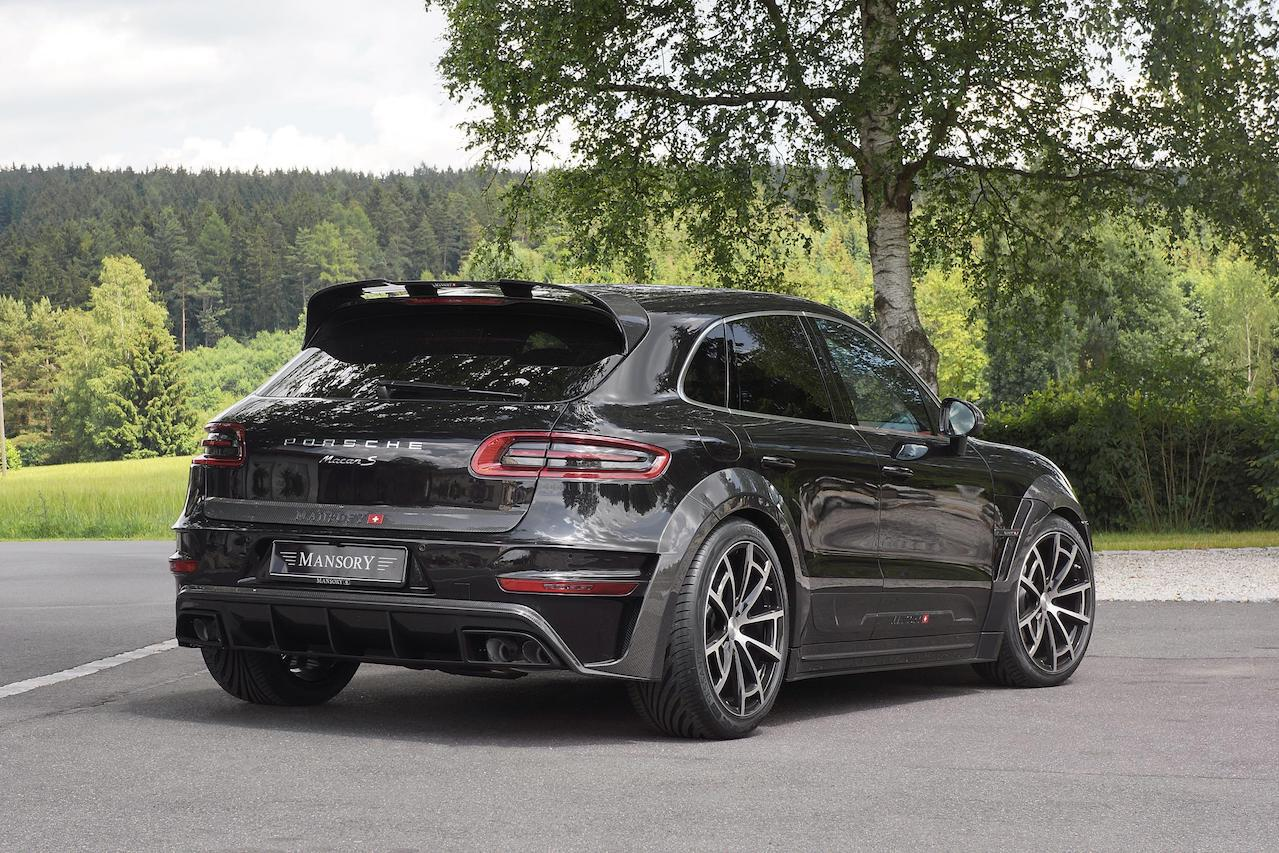 mansory porsche macan wide body carbon fiber body kit rear bumper diffuser exhaust system tip roof spoiler trunk spoiler wing over fender spider wheel rim angle black