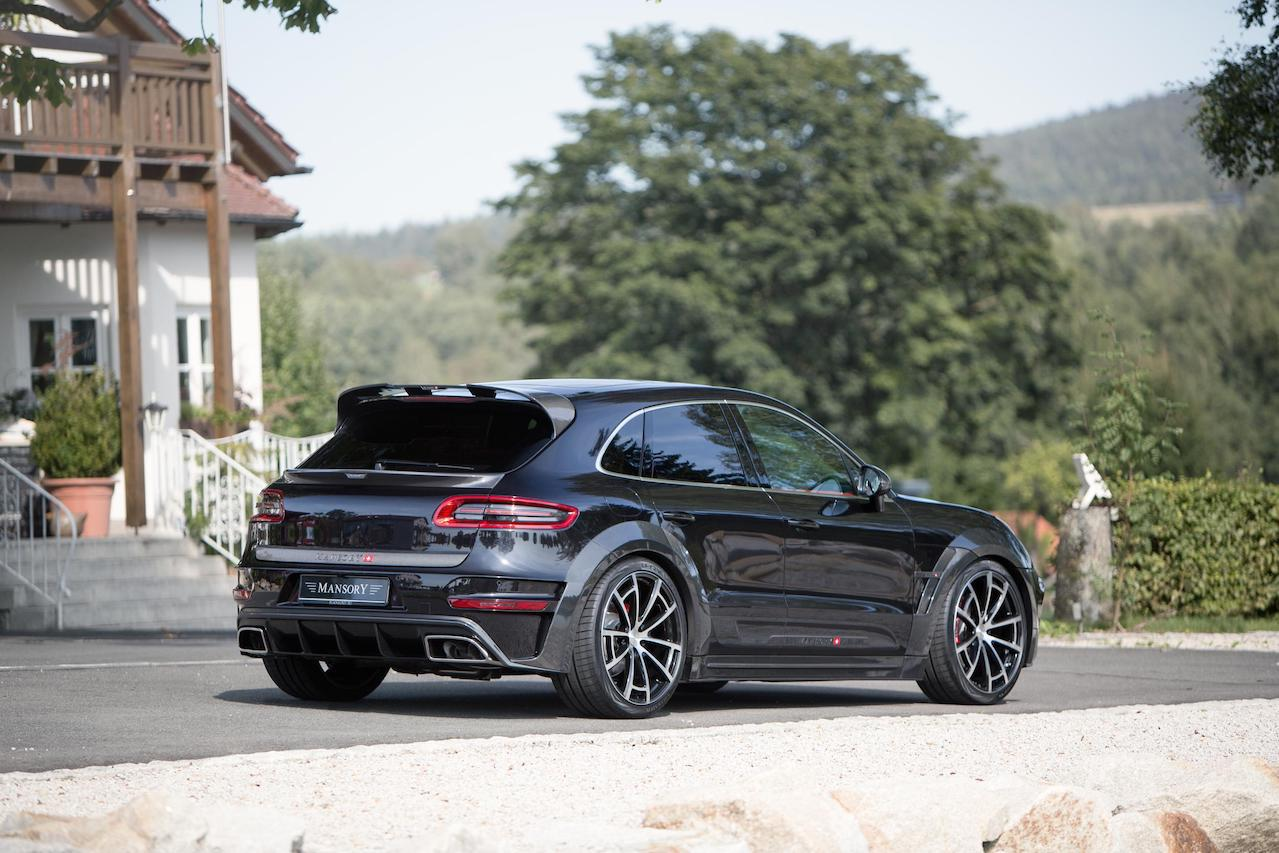 mansory porsche macan wide body carbon fiber body kit rear bumper diffuser exhaust system tip roof spoiler trunk spoiler wing over fender spider wheel rim angle